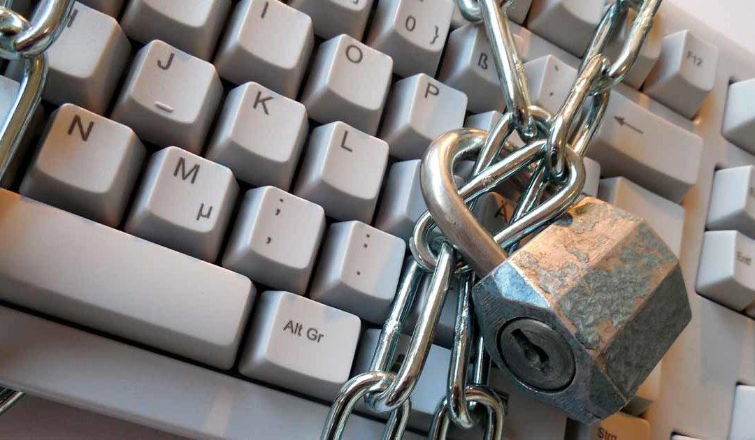 Mots de passe stockés en clair : Facebook a-t-il agi comme l'exige le RGPD ?